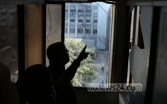 Two explosions shatter glasses on the fourth floor of the Bidyut Bhaban adjacent to the Secretariat during the BNP-led alliance's concurrent blockade and shutdown on Sunday. Photo: asaduzzaman pramanik/ bdnews24.com