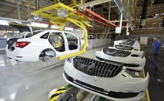 An employee looks on next to an assembly production line of Buick cars at a General Motors factory in Wuhan, Hubei province Jan 28, 2015. Reuters