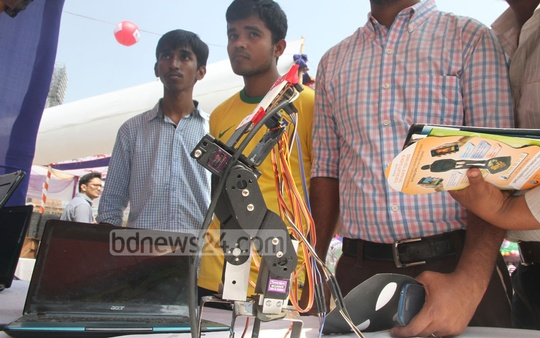 Visitors at the Digital Fair in Chittagong on Thursday. Photo: suman babu/ bdnews24.com