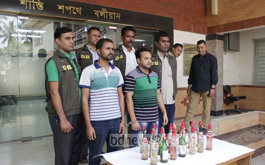 Police arrest two top Jatiyatabadi Chhatra Dal (JCD) leaders along with 20 petrol bombs from the capital. Photo: bdnews24.com