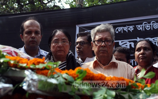 Slain free thinker and writer Avijit Roy's body taken to Dhaka University's 'Aparajeo Bangla' on Sunday for people to pay their last tributes. Photo: tanvir ahammed/ bdnews24.com