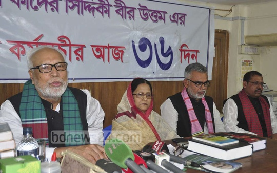 Krishak Sramik Janata League President Abdul Kader Siddiqui briefs journalists at his Motijheel office on Wednesday. Photo: bdnews24.com