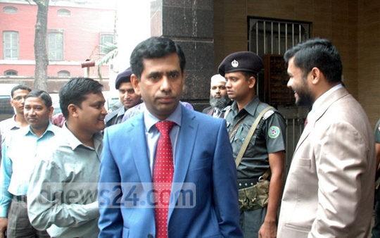 Defence counsels visit death row convict and war criminal Mohammad Kamaruzzaman at Dhaka Central Jail on Wednesday. Photo: bdnews24.com