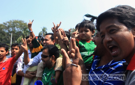Supporters cheer at Dhaka's TSC after Bangladesh's stunning victory against Scotland on Thursday in a Cricket World Cup match. Photo: bdnews24.com