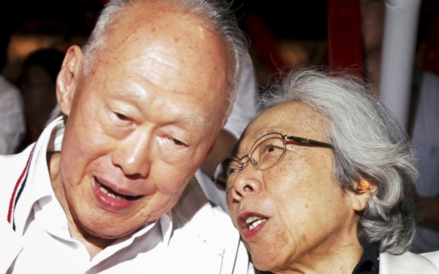 Singapore's Minister Mentor Lee Kuan Yew and his wife Kwa Geok Choo attend a May Day rally in Singapore in this May 1, 2006 file photo.