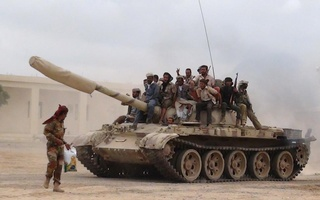 Southern People's Resistance militants loyal to Yemen's President Abd-Rabbu Mansour Hadi move a tank from the al-Anad air base in the country's southern province of Lahej, on Ma 24, 2015. Fighters from Yemen's dominant Houthi movement drew closer to the president's refuge in Aden on Tuesday, taking over two towns north of the port city as columns advanced from different directions. Photo: Reuters