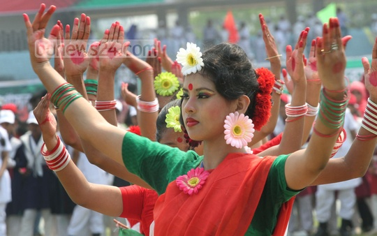 Children perform dance at MA Aziz Stadium in Chittagong on the occasion of Bangladesh's Independence Day on Thursday. Photo: suman babu/ bdnews24.com