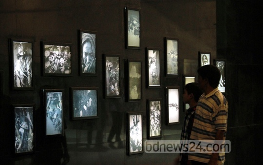 Visitors at Independence Museum on Thursday. Photo: nayan kumar/ bdnews24.com