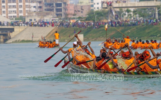 A traditional boat race being held in Dhaka on Thursday as part of the celebrations to observe Independence Day. Photo: nayan kumar/ bdnews24.com