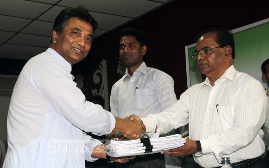 Businessman Annisul Huq, being backed by the ruling Awami League, files nomination papers on Sunday to compete for the mayor's post in the Dhaka North City Corporation. Photo: tanvir ahammed/ bdnews24.com