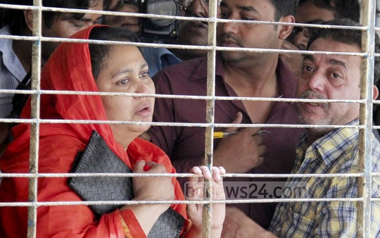 Relatives of Oyasiqur Rahman grieve at the Dhaka Medical College and Hospitals. Online activist Rahman was hacked to death at the capital's Tejgaon on Monday. Photo: bdnews24.com