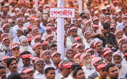 Freedom fighters organise a rally at Dhaka's Suhrawardi Uddyan on Tuesday protesting political violence. Photo: asaduzzaman pramanik/ bdnews24.com
