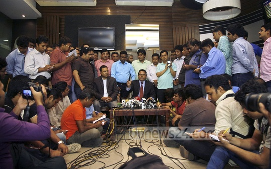 AHM Mustafa Kamal announces his resignation from ICC at a press briefing in Shahjalal International Airport immediately after his return on Wednesday. Photo: bdnews24.com