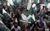 Supporters of the Jamiat Ahle Hadith organization march during a rally in support of Saudi Arabia over its intervention in Yemen, in Lahore April 19, 2015. REUTERS