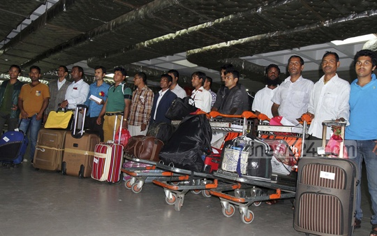 Some 337 Bangladeshis evacuated from Yemen return home in two special Biman flights from India's southern state of Kerala. Photo: bdnews24.com