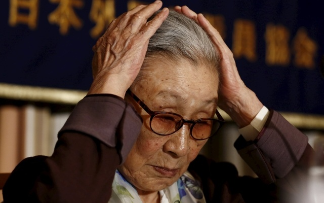 South Korean Kim Bok-tong, who says she was forced to work in Japan's wartime military brothels, gestures before a news conference at the Foreign Correspondent's Club of Japan in Tokyo April 24, 2015. REUTERS