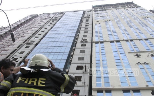 Fire service personnel rush to 'Mohammad Tower' after getting news that the multi-storey building at capital's Banani tilted in an earthquake on Saturday. Photo: tanvir ahammed/ bdnews24.com