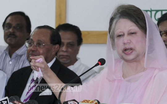 BNP Chairperson Khaleda Zia addresses the media at her Gulshan office on Sunday, two days before the city corporation elections. Photo: tanvir ahammed