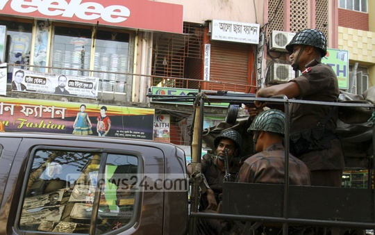 BGB troops patrol Dhaka streets ahead of Tuesday's city corporation elections.