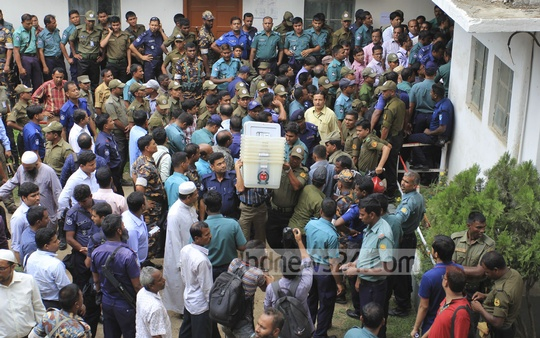 Law enforcers help presiding officers take away logistics allocated for city polls. Photo was taken at Dhaka University's gymnasium on Monday. Photo: asif mahmud ove