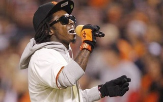 Rapper Lil Wayne duirng a performance in San Francisco, October 21, 2012. REUTERS