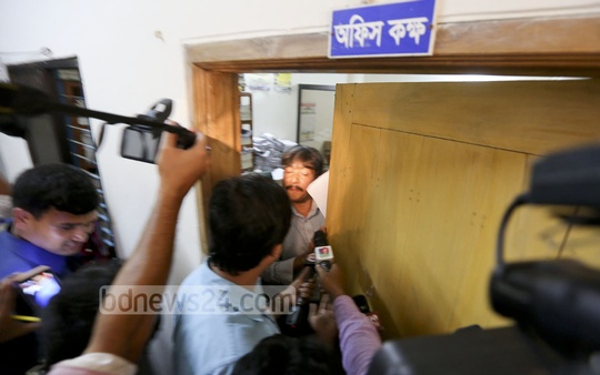 The door to presiding officer's room at Bangabandhu Bidyaniketan is quickly shut after a lidless ballot box was spotted duringTuesday's city polls.