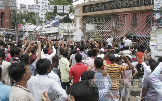 Supporters of two rival councillor candidates from Awami League clash at a voting centre in South Dhaka's Lakshmibazar during Tuesday's city elections.