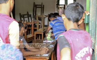 Ballot stamping at Kabi Nazrul College centre during Dhaka South city polls