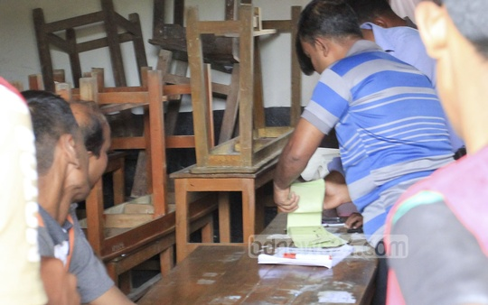 Vote rigging at Old Dhaka's Kabi Nazrul College during city polls. Several individuals were seen freely stamping ballot papers.