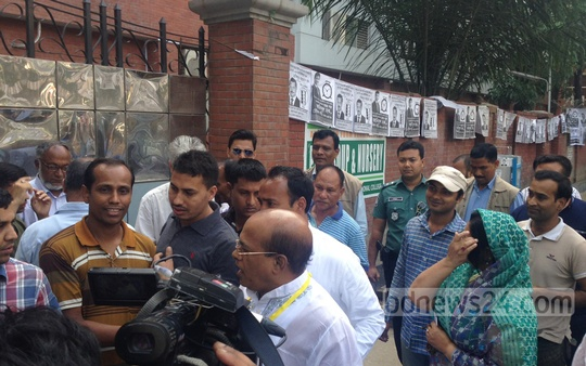 BNP-backed mayor candidate for Dhaka North Tabith Awal arrives at a polling station at Dhaka's Gulshan to cast his vote. Photo: ashik hossain/bdnews24.com