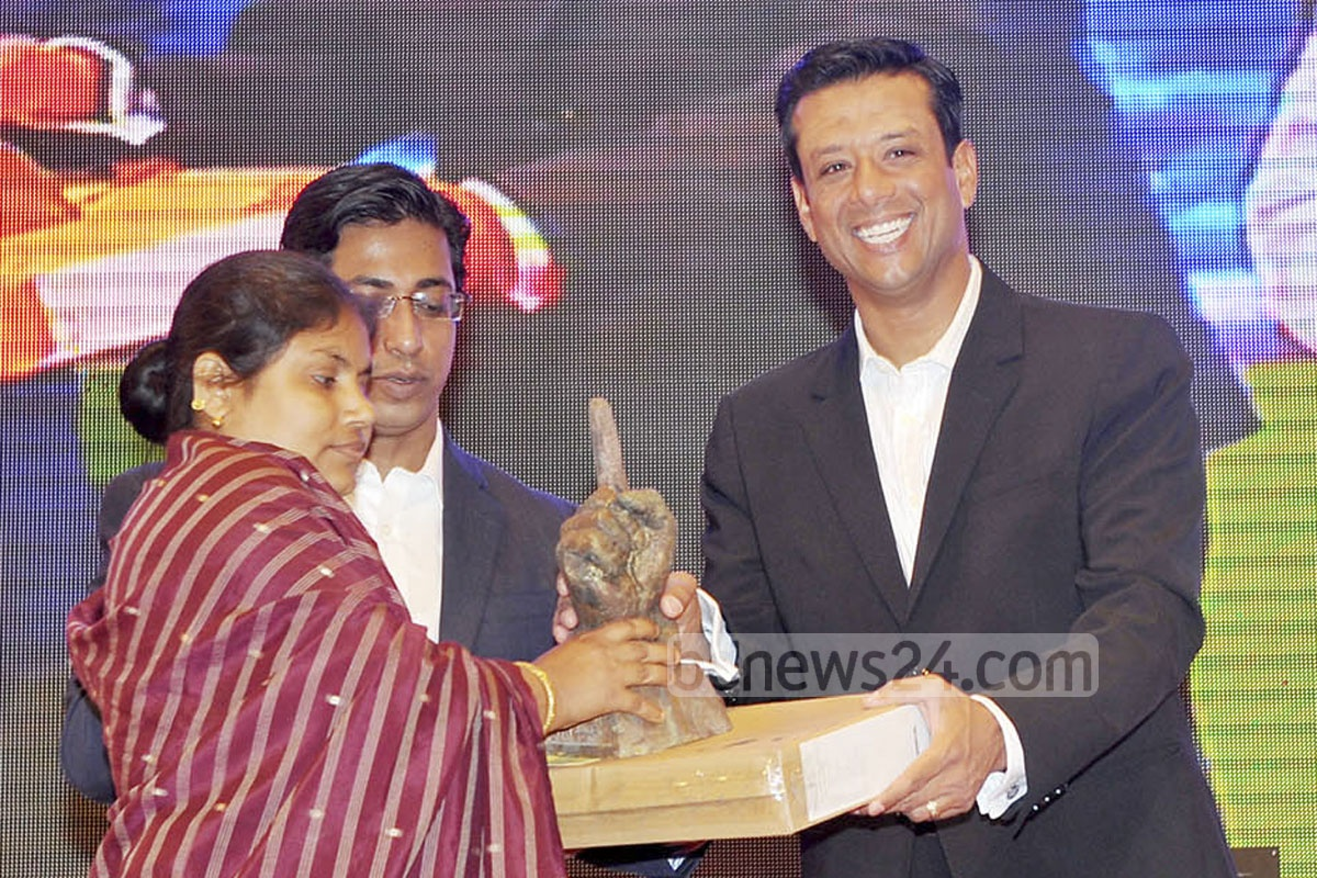 Prime Minister's ICT Affairs Adviser Sajeeb Ahmed Wazed Joy hands over the 'Joy Bangla Youth Award' to a youth at a programme at Dhaka's Krishibid Institution on Saturday.