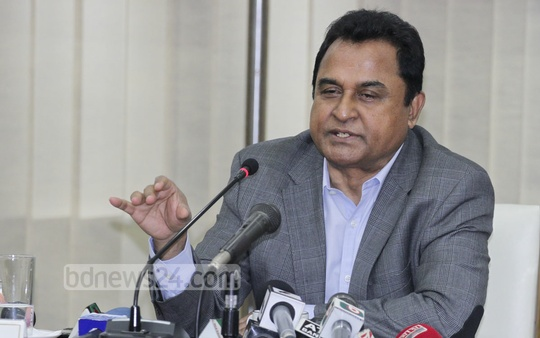 Planning Minister AHM Mustafa Kamal briefs the media on the latest inflation data on Wednesday. Photo: bdnews24.com