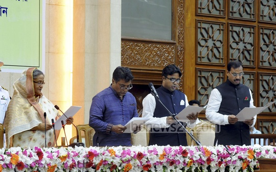 The mayors of Dhaka and Chittagong city corporations take oath from Prime Minister Sheikh Hasina on Wednesday at the Prime Minister's Office.