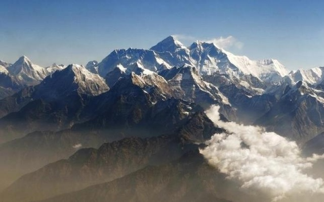 FILE PHOTO: Mount Everest (C), the world highest peak, and other peaks of the Himalayan range are seen from air during a mountain flight from Kathmandu April 24, 2010. REUTERS
