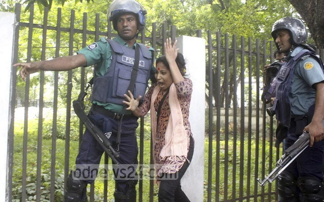 Police attack Chhatra Union activist Ismat Jahan during the student front's march towards DMP headquarters protesting sexual assault