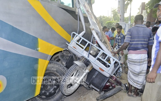A bus rams into an auto-rickshaw in front of Rajshahi University on Wednesday leaving one dead.