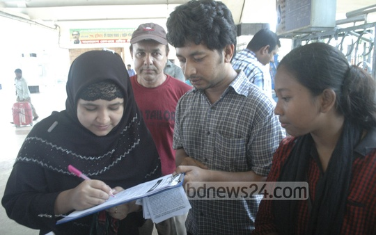 Bangladesh Chhatra Union organises a mass signature campaign at Kamalapur Railway Station in Dhaka on Friday demanding arrest of those who sexually assaulted women on the campus during Bangla New Year celebrations.