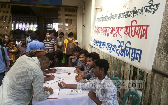 Bangladesh Chhatra Union organises a mass signature campaign, demanding arrest of those who sexually assaulted women on the campus during Bangla New Year celebrations, at Sadarghat in Dhaka on Friday.