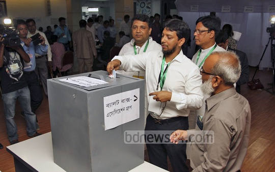 Voting starts at FBCCI polls on Saturday at Motijheel's Federation Bhaban. Photo: nayan kumar