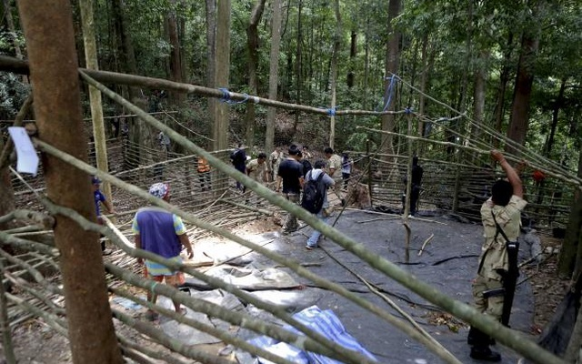 Security forces and rescue workers inspect at abandoned camp in a jungle in Thailand's southern Songkhla province May 5, 2015. REUTERS