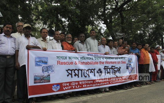 A platform of pro-government hawkers demonstrates in front of National Press Club on Monday demanding proper rehabilitation before eviction.