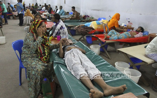 Diarrhoea patients at the ICDDR, B hospital in Dhaka's Mohakhali on Thursday. The number of diarrhoea patients has increased dramatically due to the heat wave. Photo: nayan kumar