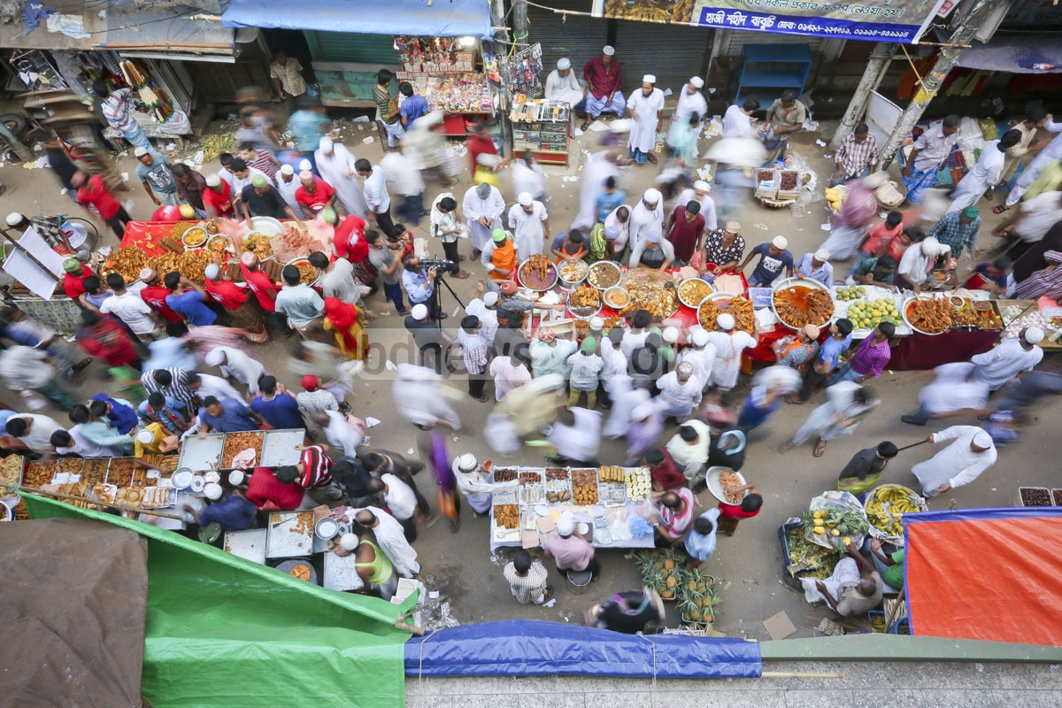 Hundreds of people thronging the Chawk Bazar to buy Ifter items on the first day of Ramadan. Photo: asaduzzaman pramanik