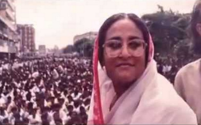 Sheikh Hasina poses for a photo during a rally in the 80s.