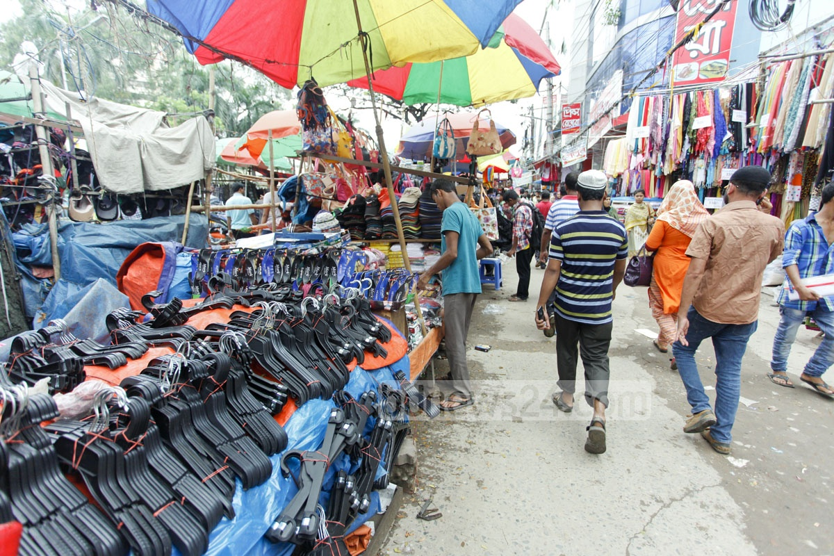 With hawkers occupying the footpath, pedestrians are forced to risk walking on the road at Dhaka's busy Farmgate. Photo: nayan kumar
