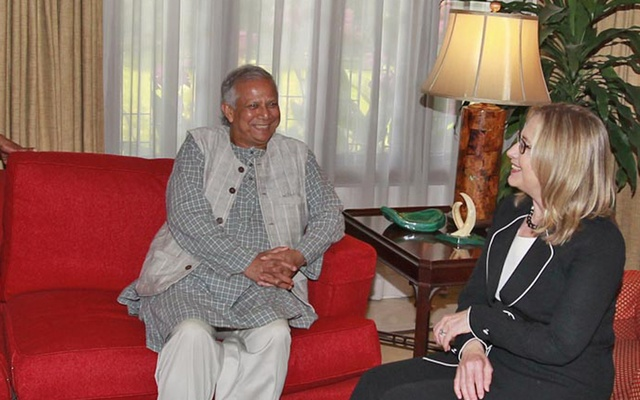 Muhammad Yunus with then US secretary of state Hillary Clinton when she visited Bangladesh in May 2012.