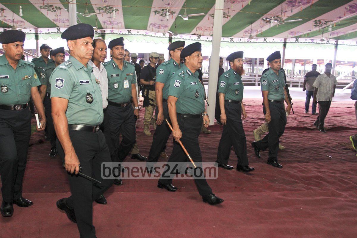 DMP Commissioner Asaduzzaman Mia inspecting on Thursday the security measures at the National Eidgah grounds where the main Eid-ul-Azha congregation is set to be held. Photo: asif mahmud ove