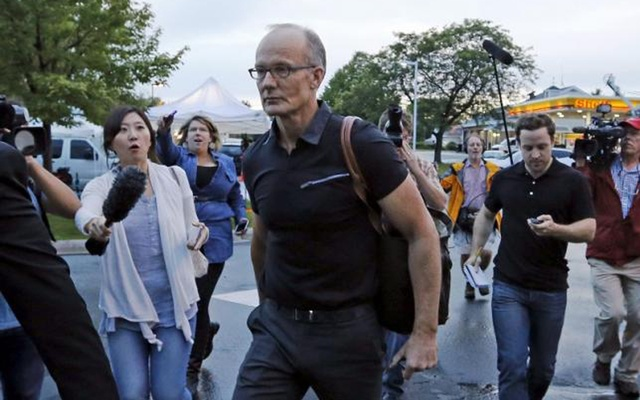 Walter Palmer arrives at the River Bluff Dental clinic in Bloomington, Minnesota, Sep 8, 2015. Reuters