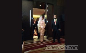 Khaleda Zia arrives at the BNP meeting in London on Sunday.