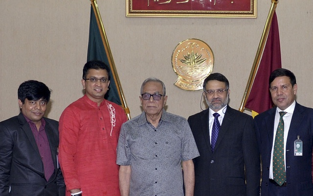 A bdnews24.com-led team including BTRC Vice Chairman and Robi officials pose for photo with President Md Abdul Hamid at Bangabhaban during a call-on marking the launch of the first Bangla SMS news service on Wednesday.